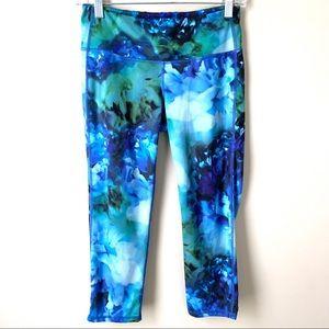Athleta Chaturanga Bloom Blue Capri Leggings Sz S